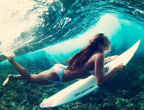 girl_surfing_1